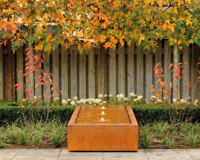 Wasserspiele im Garten