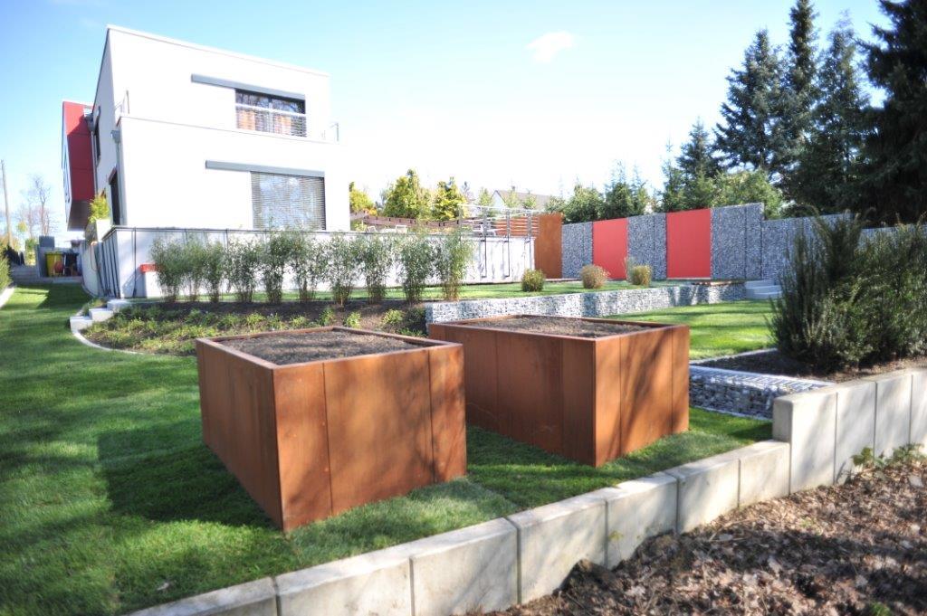 moderner Garten Cortenstahlhochbeete Gabionen - Gardomat