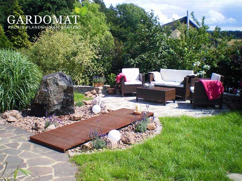 Lounge im mediterranen Garten - Gardomat