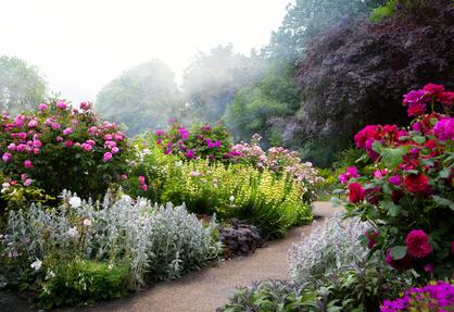 staudenfläche im englischen garten - gardomat, Garten ideen