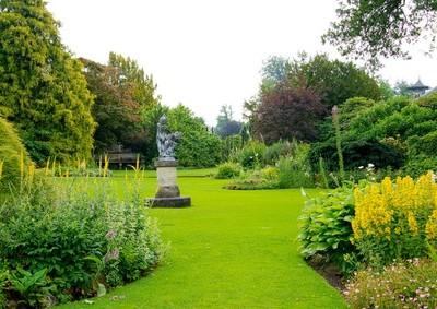 Flächengestaltung im Englischen Garten