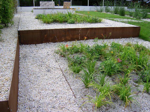 Einfassung mit cortenstahl gardomat for Gartengestaltung cortenstahl