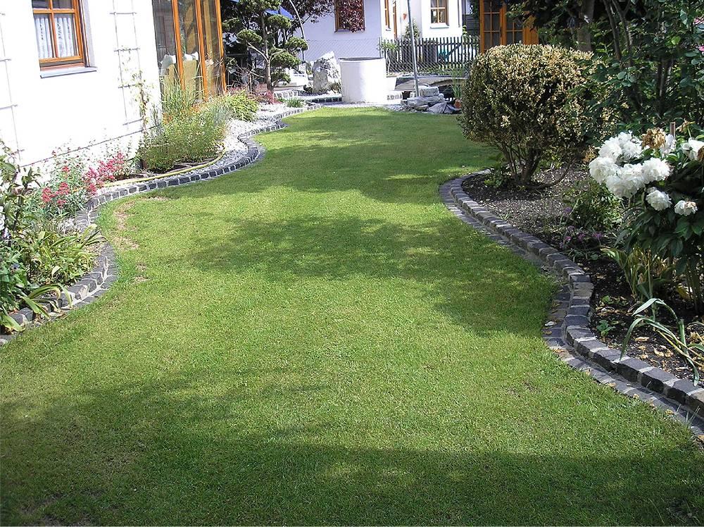 Einfassung aus granit geschwungen gardomat for Gartengestaltung granit
