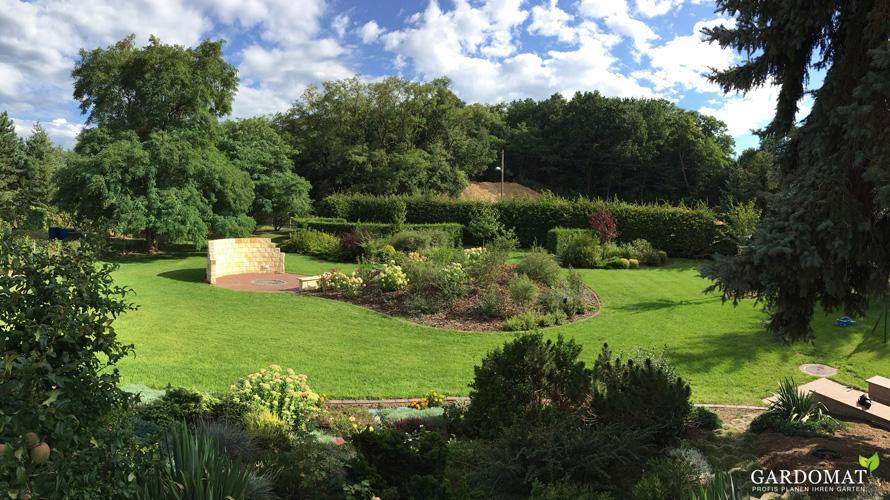 Nat rlicher garten mit interessantem vorgarten gardomat for Gartengestaltung schattiger garten