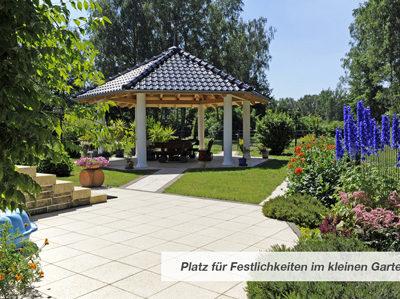 Platz für Festlichkeiten im kleinen Garten