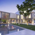 Puristische Villa mit Pool